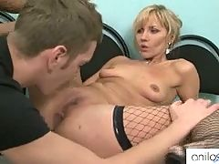 Hot cougar loves ass fucking