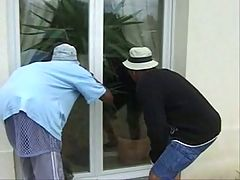 Deux jardiniers black encule leur cliente