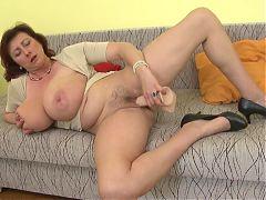 Mature sex bomb mom with huge tits ssbbw