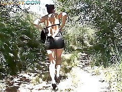 Un voyeur de d fonce le cul dans les bois