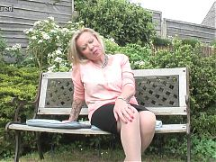 Sexy mature mother first time on cam