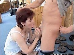 Nasty brunette housewive sucks on an hard cock by oldun